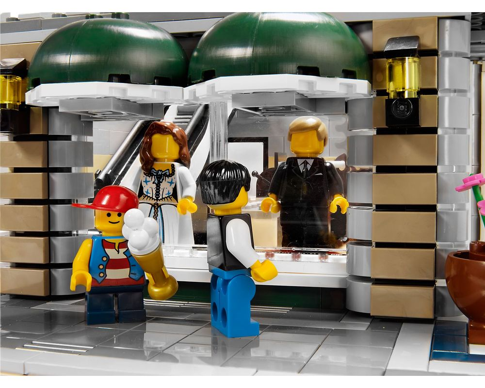 LEGO Set 10211-1 Grand Emporium