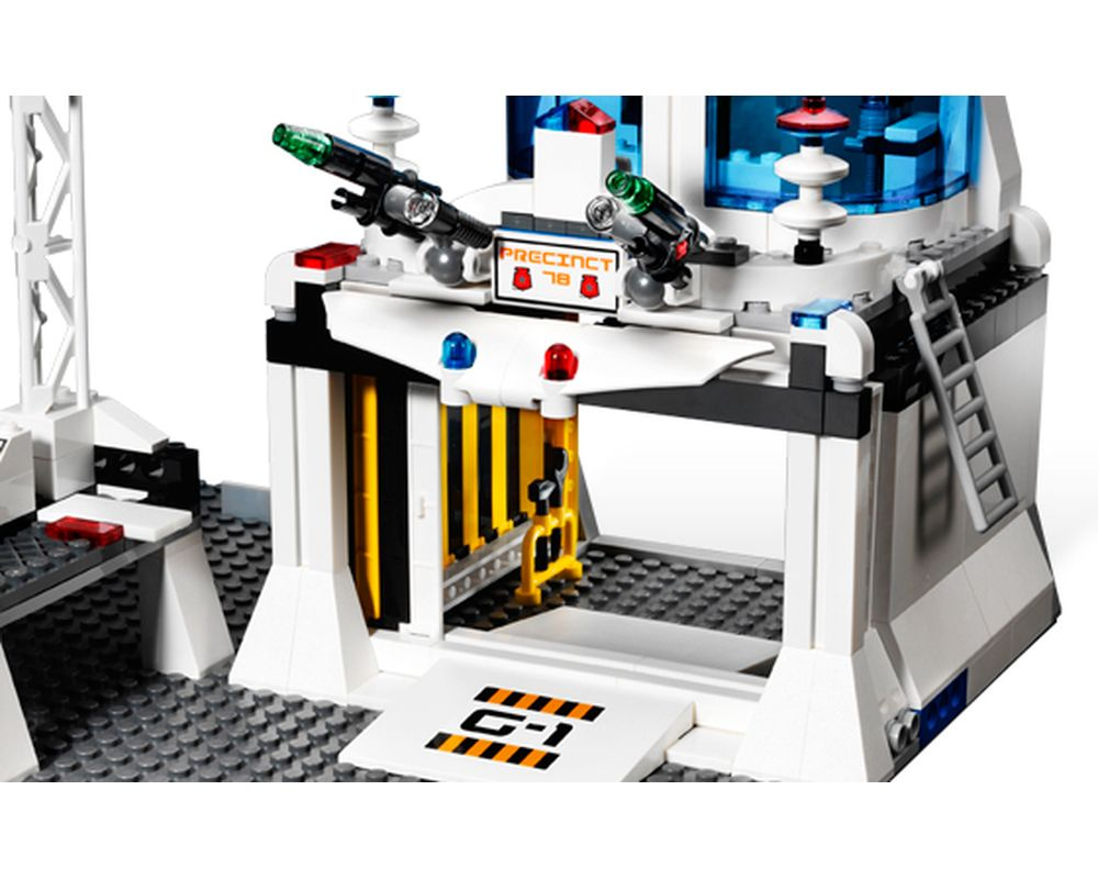 LEGO Set 5985-1 Space Police Central