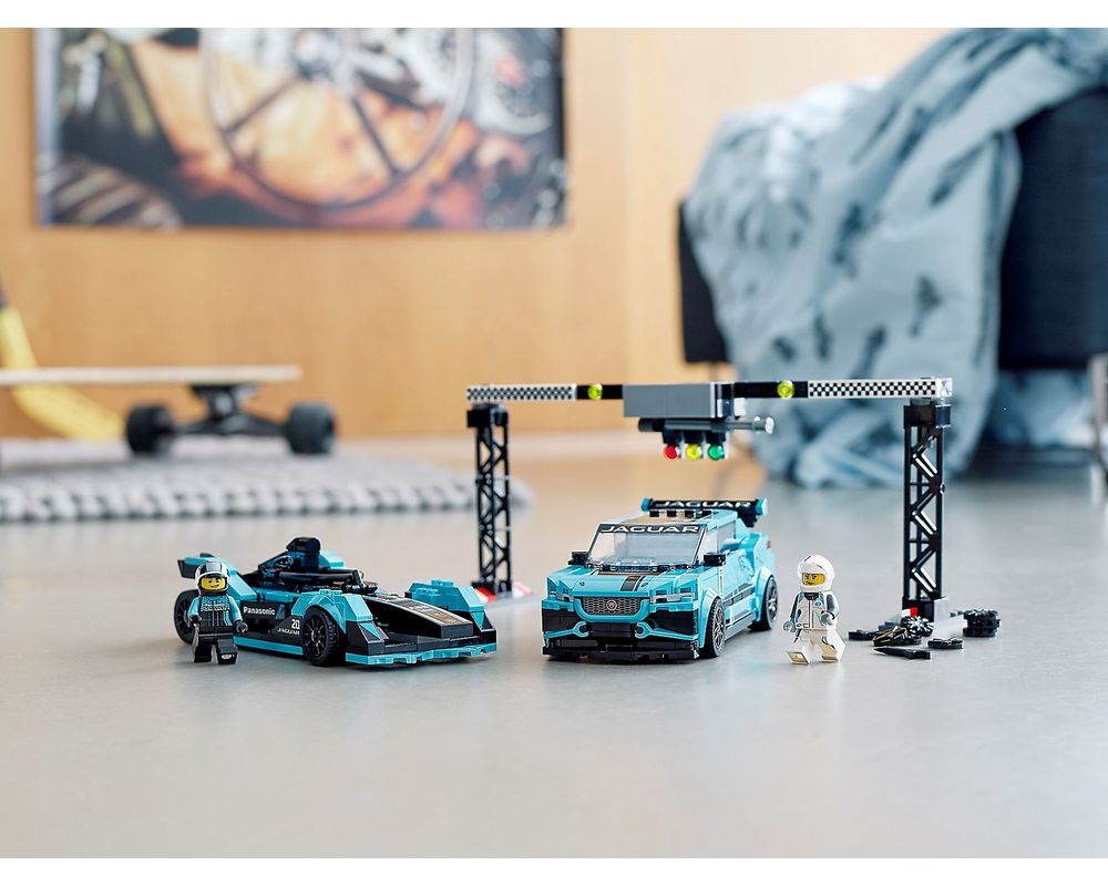 LEGO Set 76898-1 Formula E Panasonic Jaguar Racing GEN2 car & Jaguar I-PACE eTROPHY